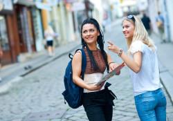 to kvindelige turister